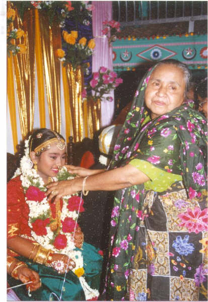 Mrs.zubaitha ummal with her grand daughter nazrin